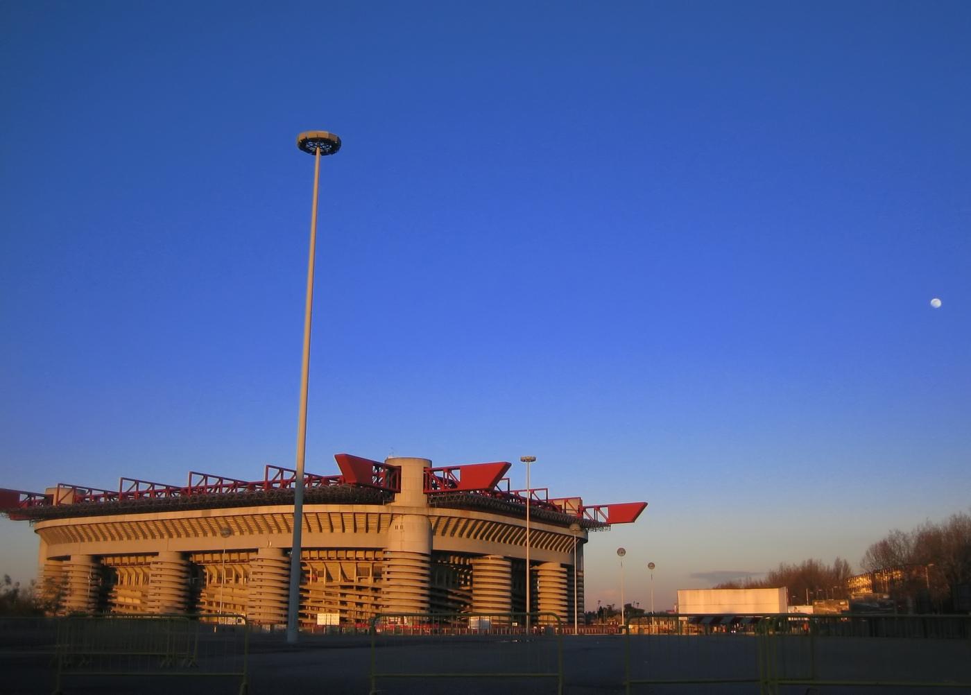 Stadio_San_Siro_-_Giuseppe_Meazza,_Milano