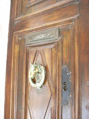 door_hourse.jpg