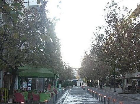 人が少なくなったアテネの街並