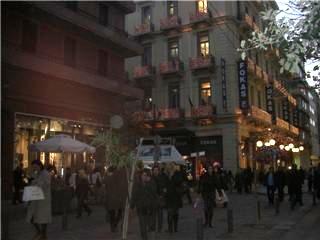 アテネのショッピング街、エルムー通り