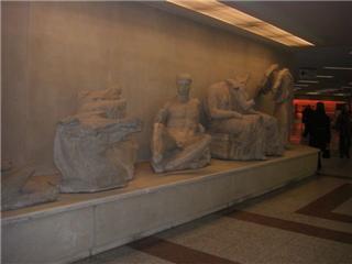 アクロポリ駅