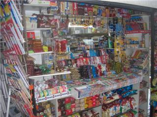 アテネの街中のペリプテロ・・・小さな雑貨屋さん