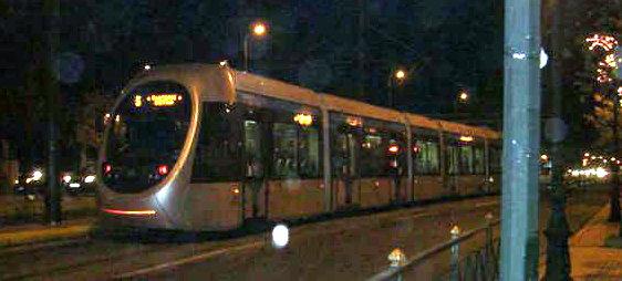 アテネの人々の足、路面電車(トラム)