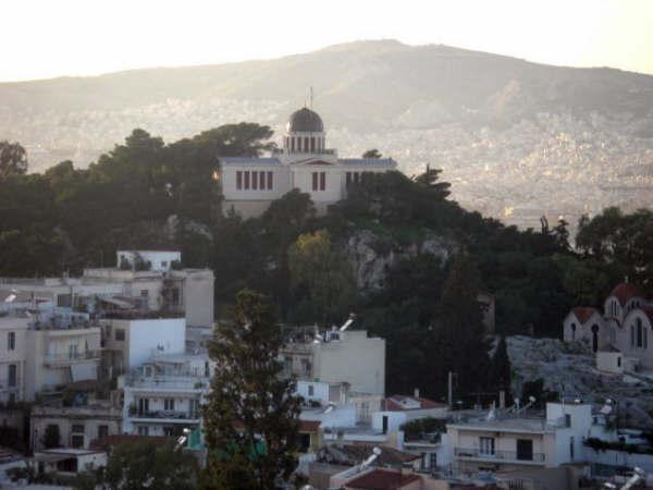 アクロポリスの丘から、すぐ下を見下ろす
