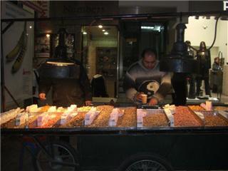 エルムー通りで豆を売っている屋台