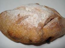 赤い実のパン
