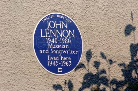 john-lennon-childhood-home-plaque-music-musicians-travel-people-tourism-fab-four-stock-photography_21085 (1)