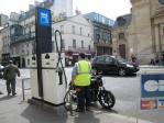 パリのガソリンスタンド