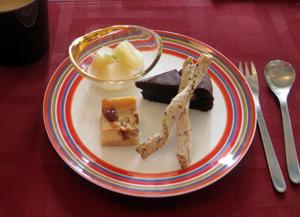 りんごのコンポート・栗入りガトーショコラ・ごまツイスト・バラジャム入りチーズケーキ♪