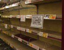 地震後のスーパー_インスタントラーメン_20100313 2