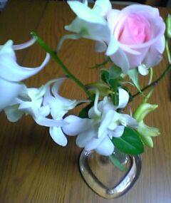 食卓にはお祝いのお花を少し(*^-^)ニコ