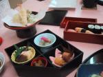 おすしに 天ぷらに えっと 小鉢いっぱいw わけわかめw
