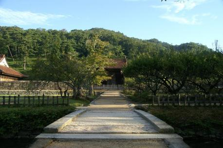 石橋と校門