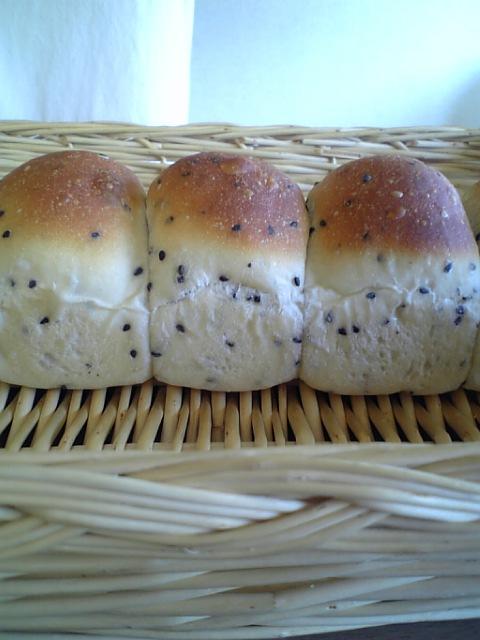 黒ごまちぎりパン