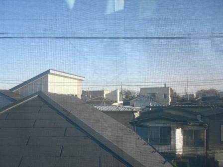 吹き抜けの窓から