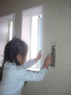 子供たち 壁塗り体験5