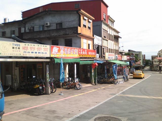 福隆駅前は弁当屋と自転車屋が軒を連ねてます