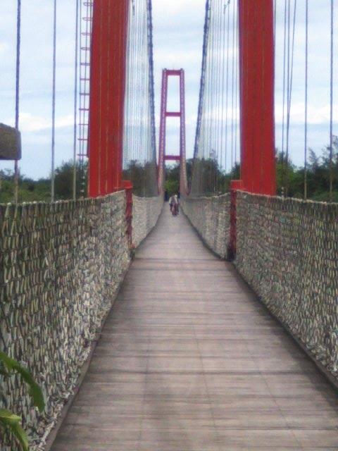 途中には、専用の吊り橋まであります