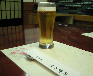 まずはビールで@すき焼亭