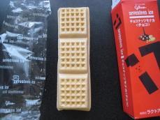 チョコナッツモナカチョコ