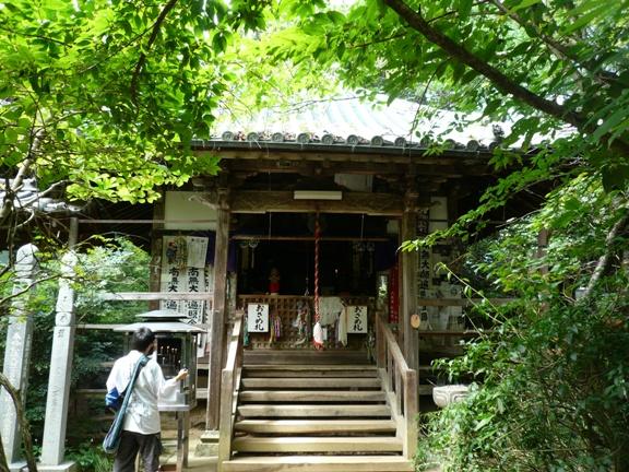 88か所のお寺は広々した所が多いけど、ここは小さい敷地に所狭しと緑が植えられてました。