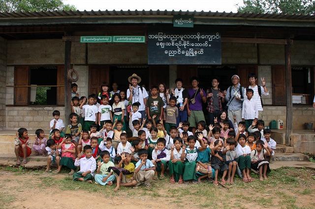 マインタク村の小学校にて