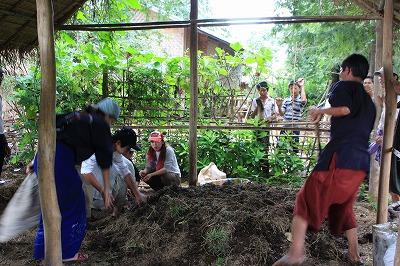 水草堆肥作り