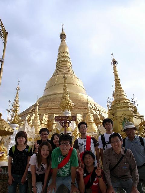 シェッダゴンパゴダ(ヤンゴン)にて