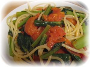 トマトと小松菜のパスタ
