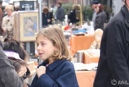 ナヴィリオ骨董市の女の子とベル