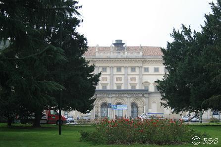 プッブリチ公園の近代美術館