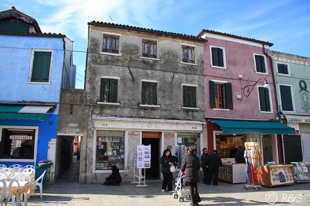 ブラーノ島の常設店1