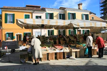 ブラーノ島の市場1