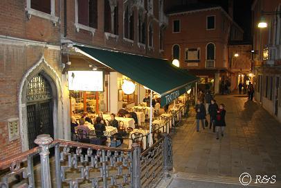 サン・マルコ広場近くの夜のレストラン2