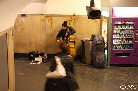 地下鉄の演奏3
