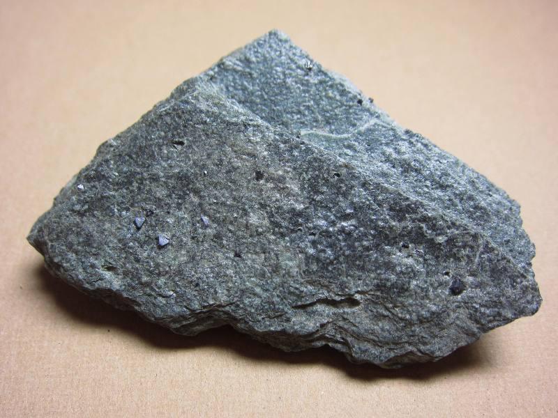埼玉県皆野町金崎_磁鉄鉱Magnetite(はじめての鉱物採集)