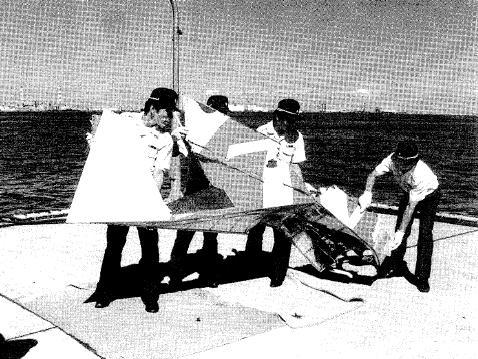 相模湾から回収された垂直尾翼の一部
