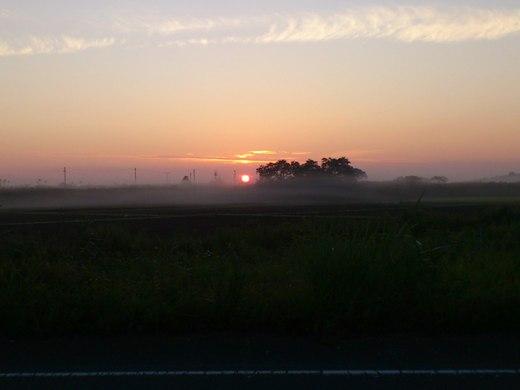 道マラ翌朝の日の出