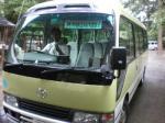 バスを運転する宮司代務者