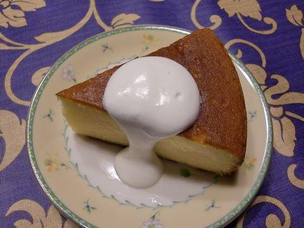 バターケーキに生クリーム