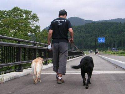 一緒に歩く