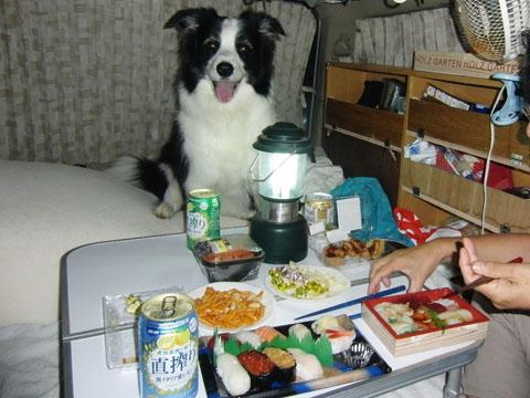 夕食は車の中