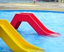 プールの滑り台