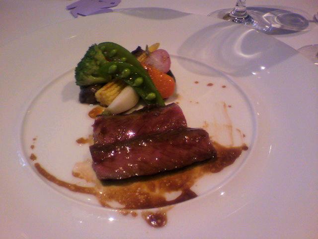 和牛ロース肉のロティ 季節の野菜を添えて