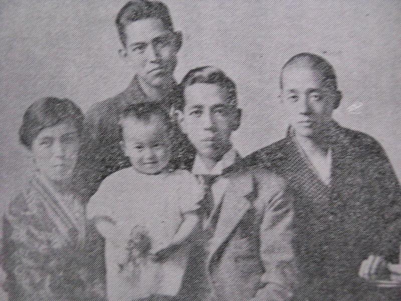 800px-Kishi_Family.jpg