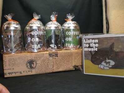 アルミ缶とケース