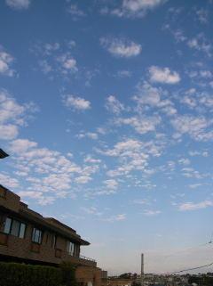 雲は白・・・BIKEは青?