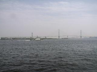 鶴見つばさ橋が見えます