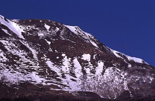 伊吹山とパラグライダー