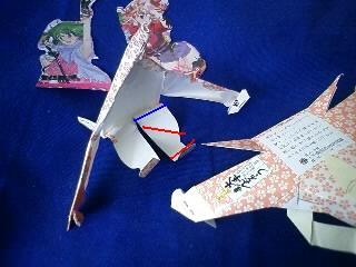 ④足はこんな感じ、翼の先のパイロンも適当に織り込む